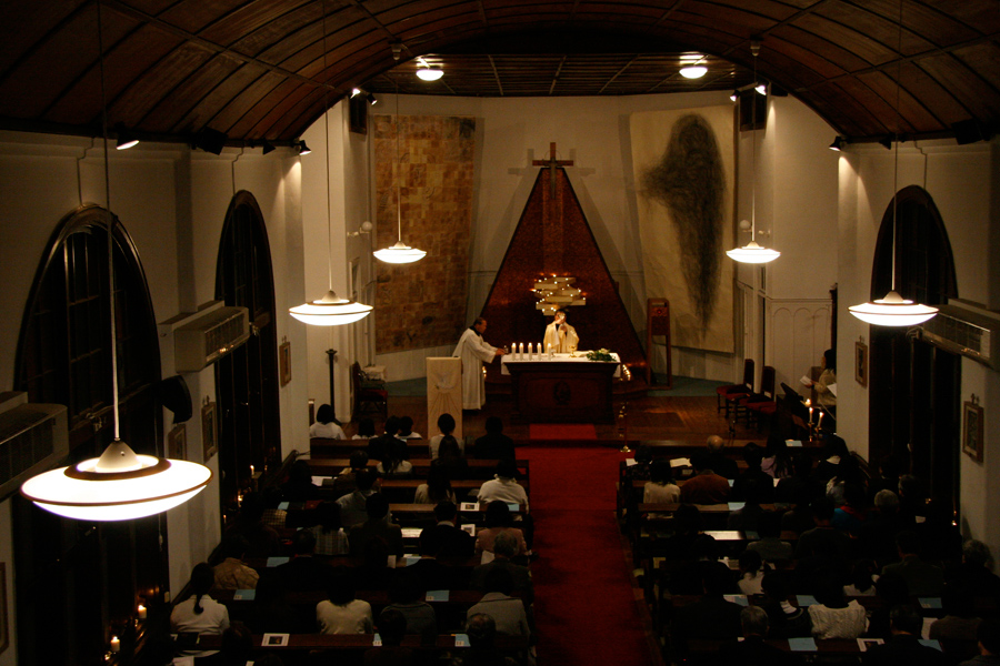 12_Minha LEE_60+1 Eagle's wing_Setagaya Catholic Church_christmas eve mass view1_2008