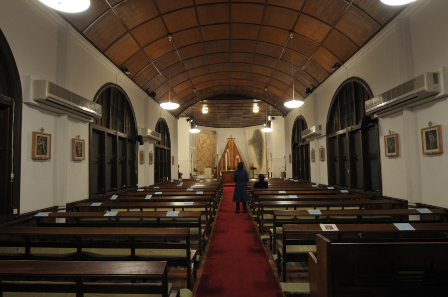 1_Minha LEE_60+1 Eagle's wing_Setagaya Catholic Church_installation view_2008